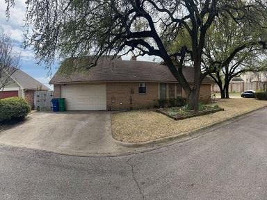 110 Gingerbread Ln, Waxahachie, TX 75165